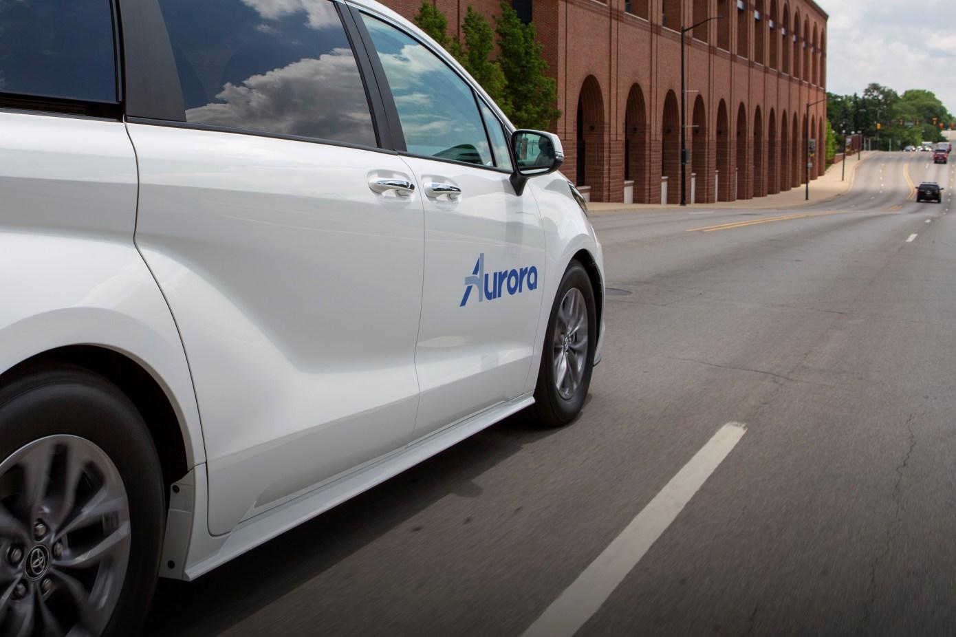 Aurora conclut un accord avec Toyota et Denso pour développer et tester des mini-fourgonnettes Sienna autonomes