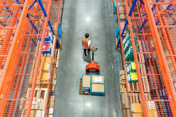ShipBob nabs $200M at a $1B+ valuation to help e-commerce companies run logistics like Amazon's
