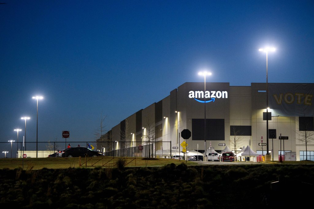 Teamsters plan aggressive push to unionize Amazon logistics workers |  TechCrunch