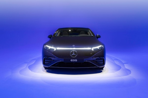 All the tech crammed into the 2022 Mercedes-Benz EQS