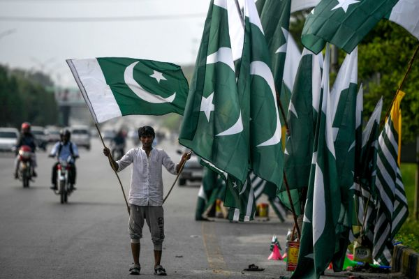 Pakistan temporarily blocks social media - techcrunch