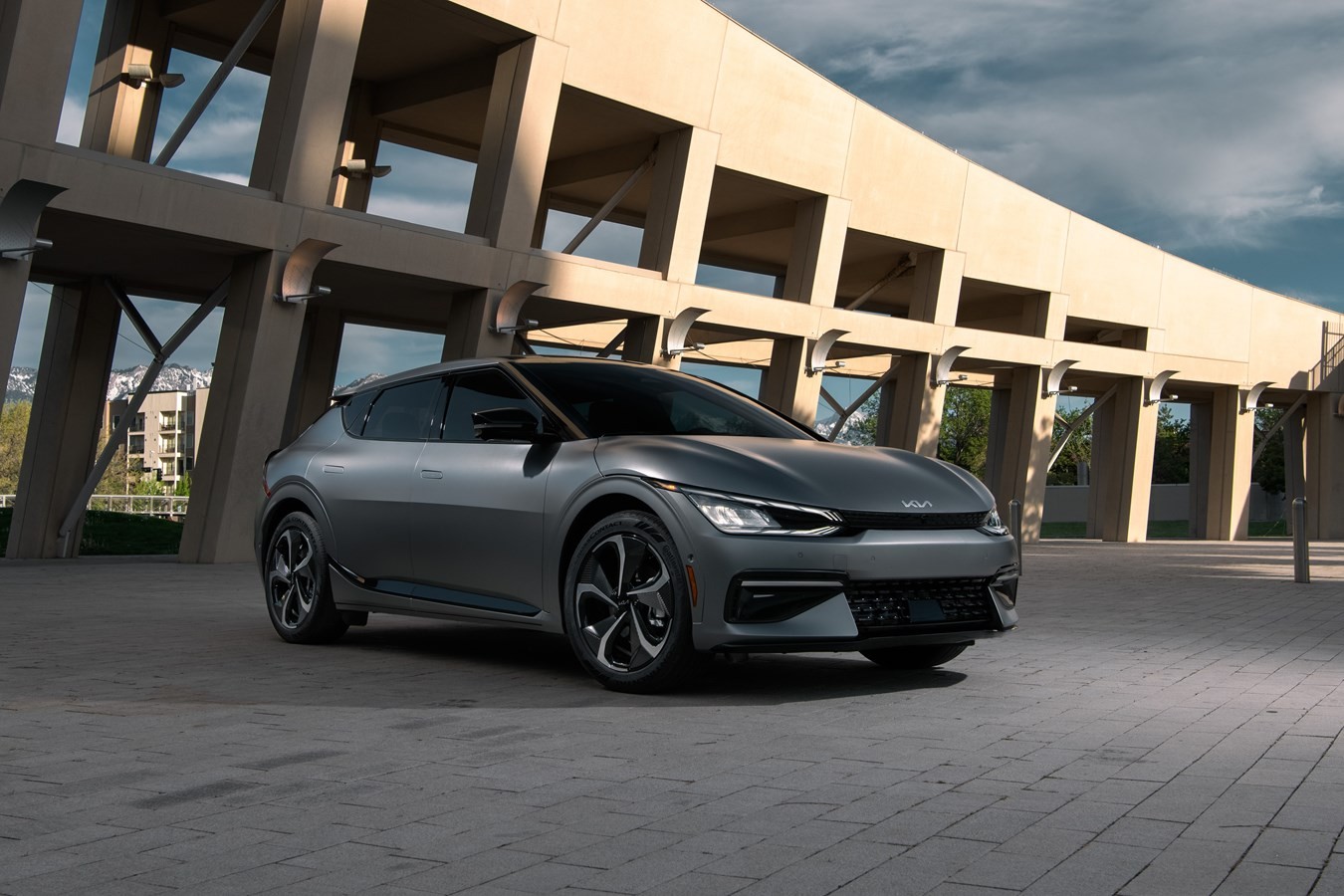 Kia's fast-charging EV6 electric crossover is coming to the U.S. in early 2022