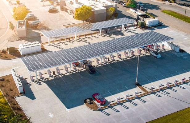 Tesla регистрирует товарный знак на ресторанные услуги , намекая на концептуальные планы Илона Маска.