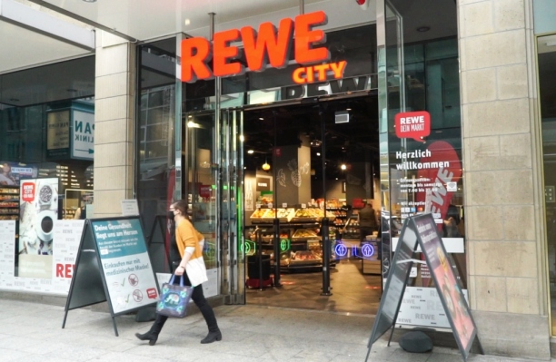 Caption  rewes cashierless checkout store in downtown cologne germany. credit  rewe