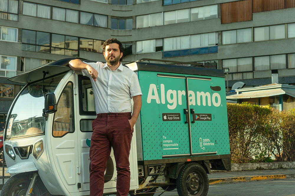 José Manuel Moller (Founder and CEO Algramo) and Unilever_s Mobile Refill Station