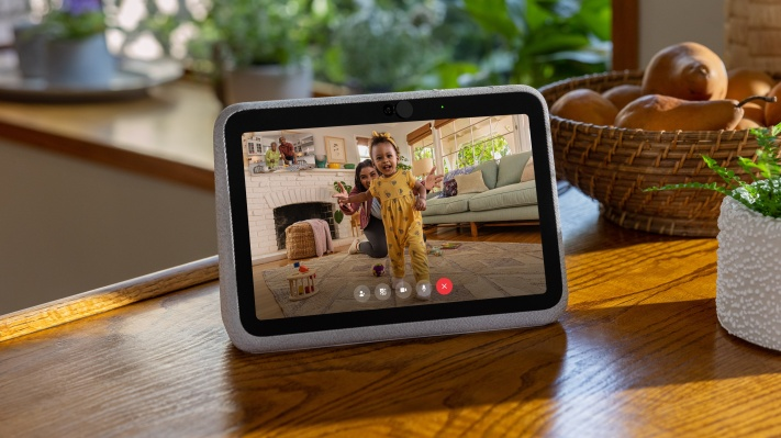 Facebook adds a battery-powered smart screen to the Portal line